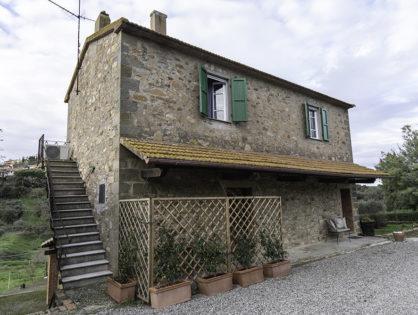 Villa in esclusiva = Casa Padronale + Monolocale La Cantina + Appartamento Il Giardino
